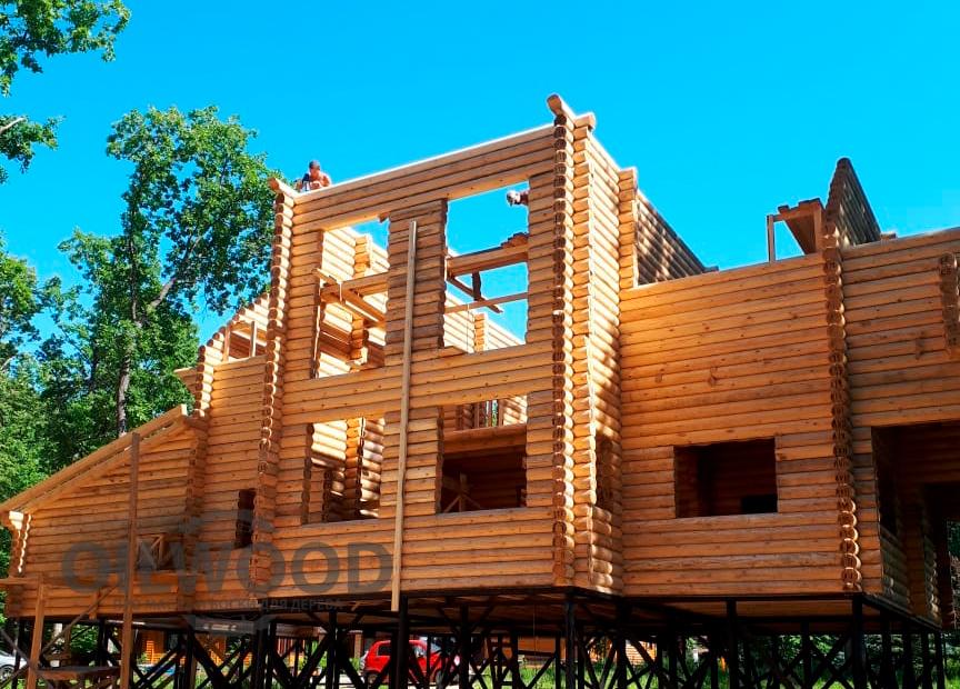 Чем покрасить деревянный дом снаружи.